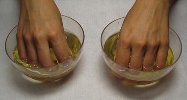 Трещины возле ногтей на руках - причины и лечение
