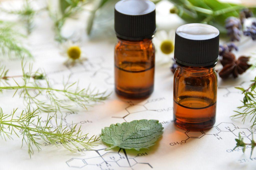 В лечении папиллом допускается использование масла чайного дерева