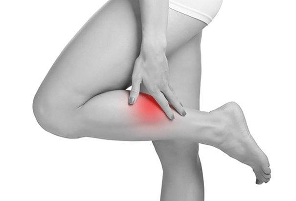 Боль в голени проявляется из-за растяжения мышц