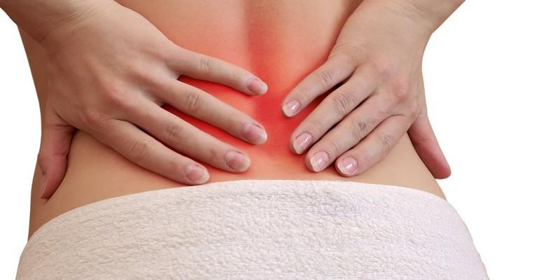 Боль в копчике с отдачей в ногу может появиться из-за травм