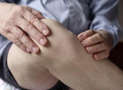 Почему появился шарик на ноге под кожей