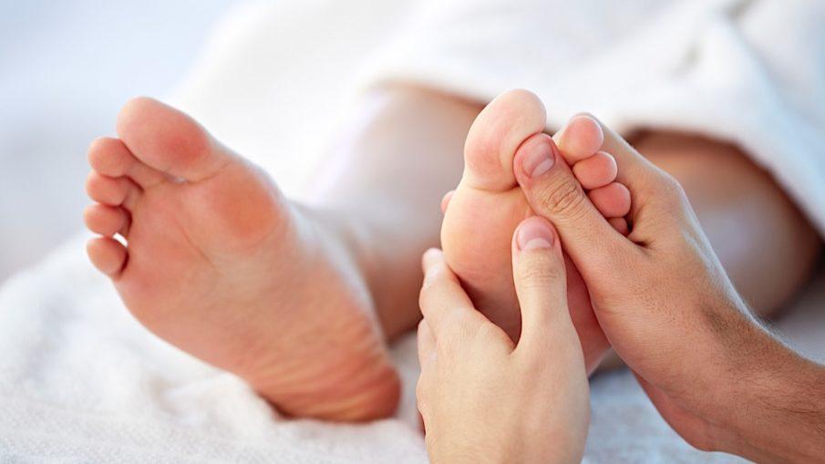 Почему опухают ноги внизу