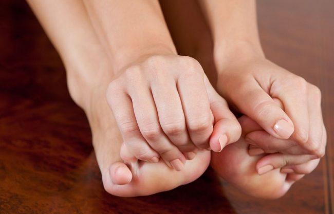 Почему не сгибаются большие пальцы на ногах